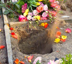 Feuerbestattung Urnenloch Grab