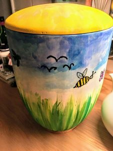 Bunte Urne für Kinder